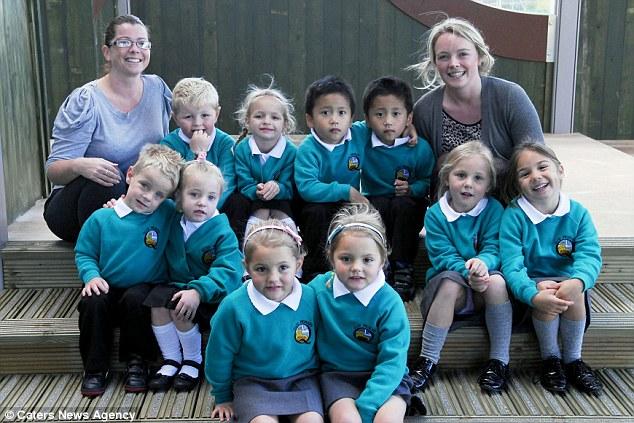 Lima pasang kembar mula sekolah pada hari sama