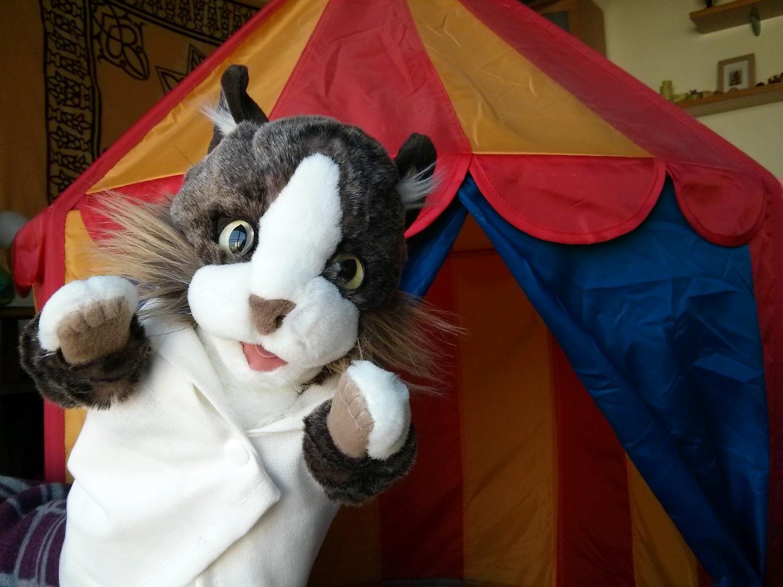 Los gatos con batas el gato equilibrista for Gato de carpintero