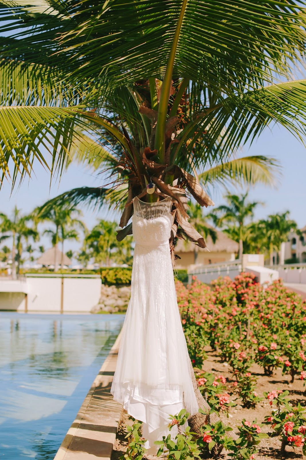 miami fashion blogger, fashion blogger, nany's klozet, daniela ramirez, midi skirt, crop top, how to wear, fashion trends,  wedding, wedding hair, rosa clara dress, tresemme, punta cana wedding