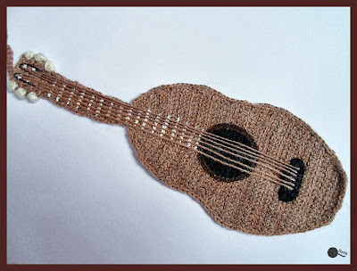 Co ma gitara do książki?