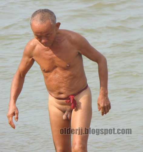 Fiippina beach.old.man.naked this hot!