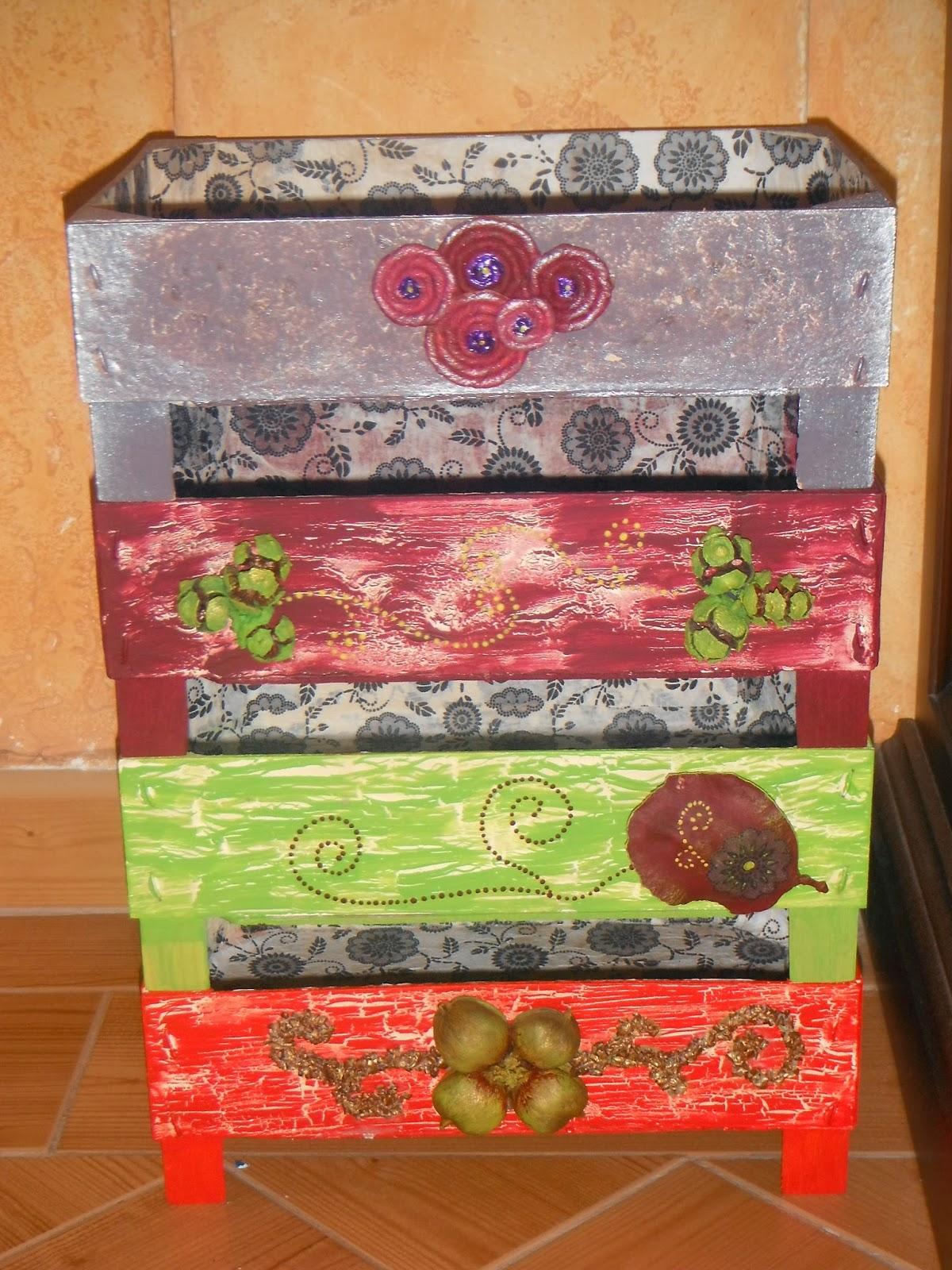 Recicla y dame vida reciclando cajas de fruta for Mesa con cajas de fruta