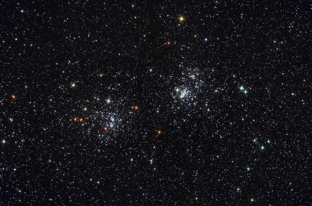 Hai cụm sao NGC 869 và NGC 884 cách chúng ta khoảng bẩy ngàn năm ánh sáng và nằm ở phía bắc chòm sao Anh Tiên. Tác giả : Kfir Simon.