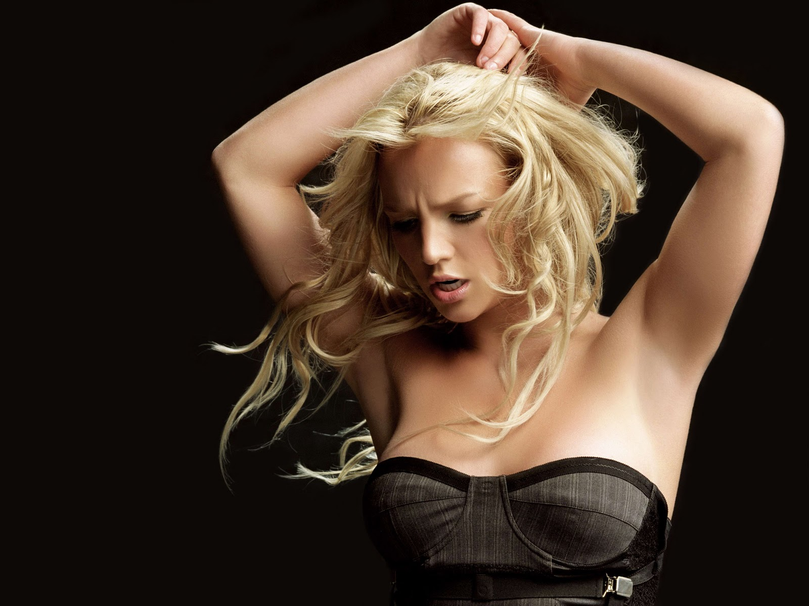 Sexy stars wallpapers and pictures beautiful wallpapers britney