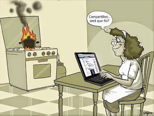 Dona de casa quando discobre o Facebook