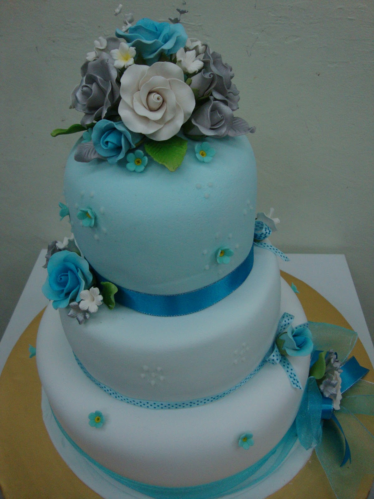 ninie cakes house Blue and Turquoise 3 Tier Wedding Cakes