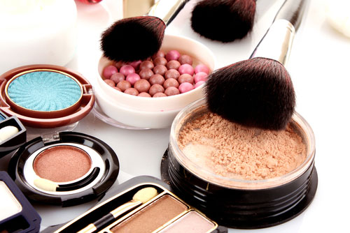 Magic of Makeup to Keep Yourself Looking Younger and Beautiful
