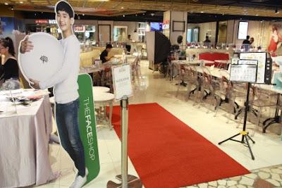 Suasana front desk dari acara peluncuran produk terbaru The Face Shop di JJ Royal Bistro Senayan City