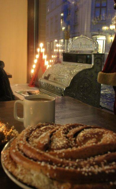 cinnamon bun, Café Husaren , gothenburg, sweden