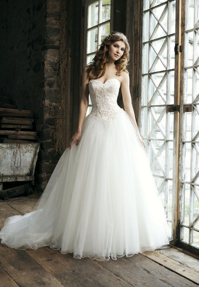 Romantic Sweetheart Ball Gown Wedding Dress