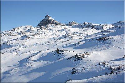 Anie-Auñamendi, una mirada atrás durante el descenso