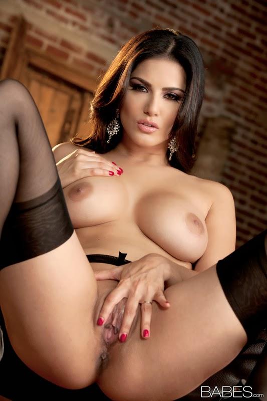 Sunny Leone Nude