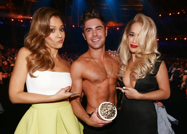 MTV Movie Award 2014: Zac Efron Won Best Shirtless Performance