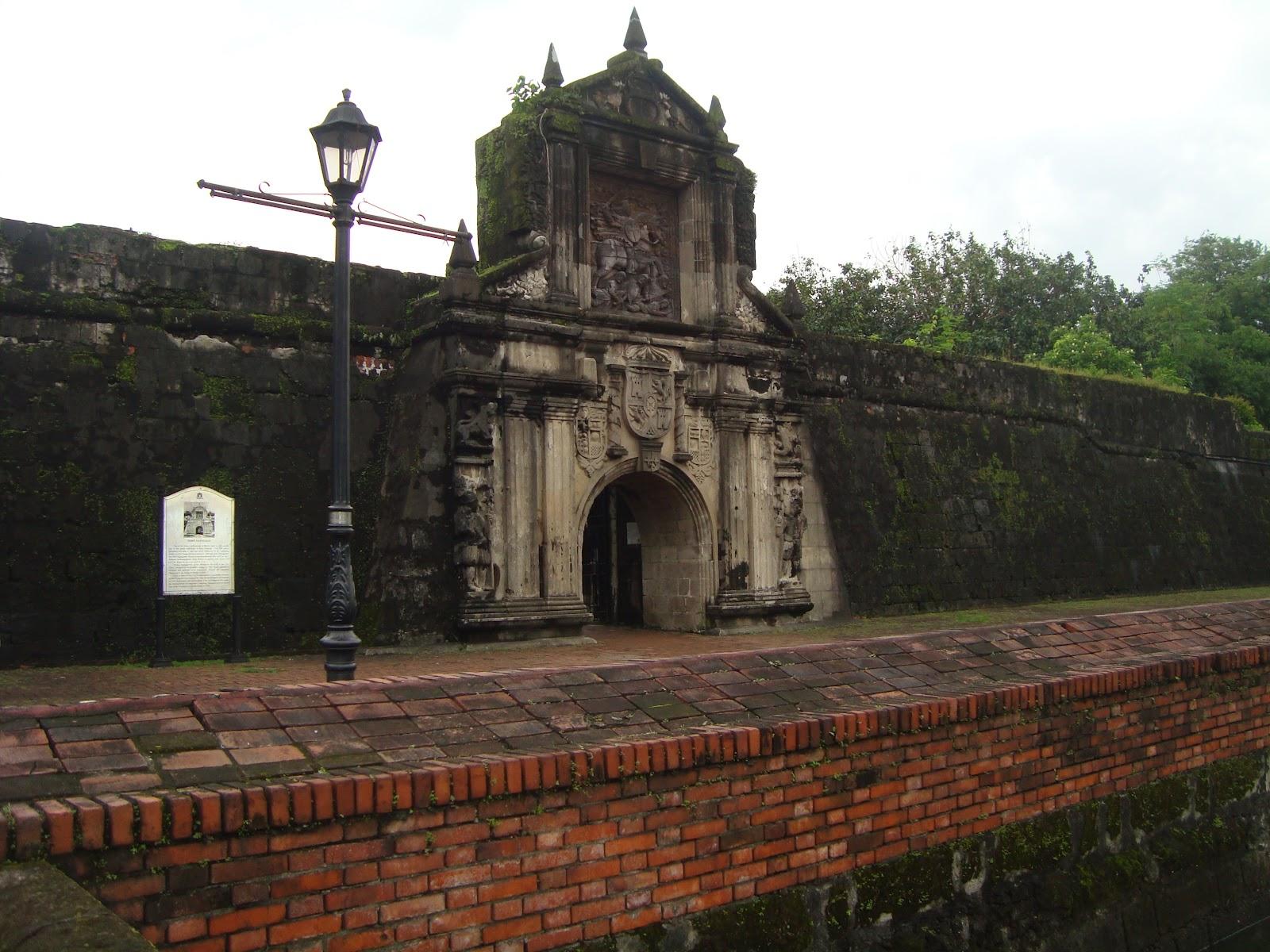 Fort Santiago Gate : intramuros1 from shitifujon.blogspot.com size 1600 x 1200 jpeg 370kB