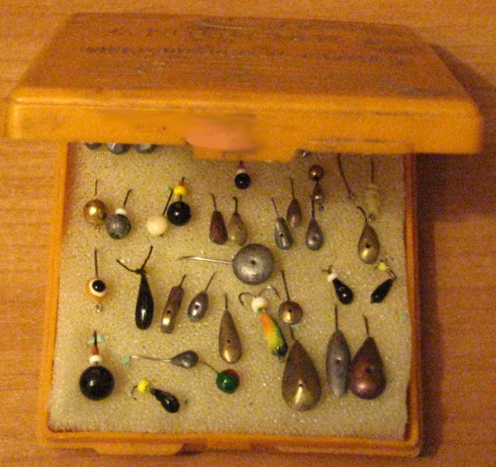 коробка для мормышек на зимней рыбалке нужна маленькая и легкая