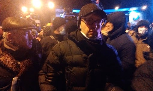 Arseniy Yatsenyuk – current  acting PM of Ukraine joins right-wingers during their attack on police