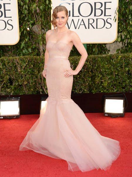 Ейми Адамс с нежна рокля в силует русалка на Marchesa