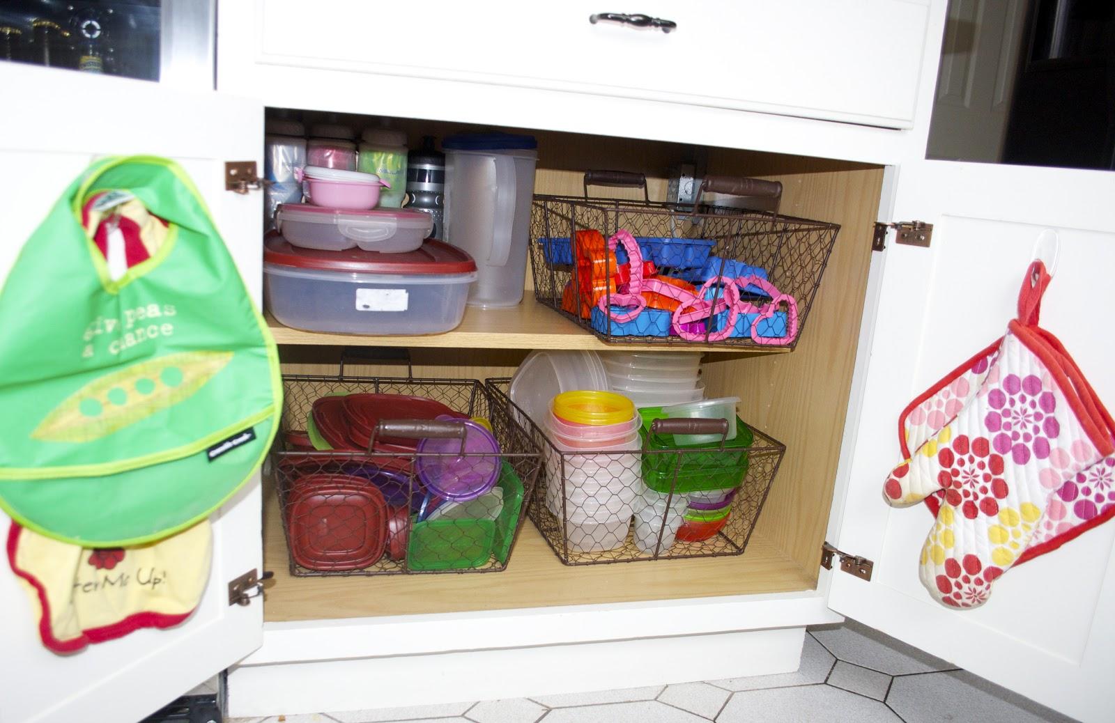 Home Organization: Tupperware Cabinet