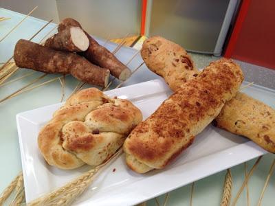 Pão de mandioca com torresmo