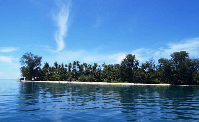 Pemandangan dari Perahu menuju tempat Menyelam Kepulauan Padaido