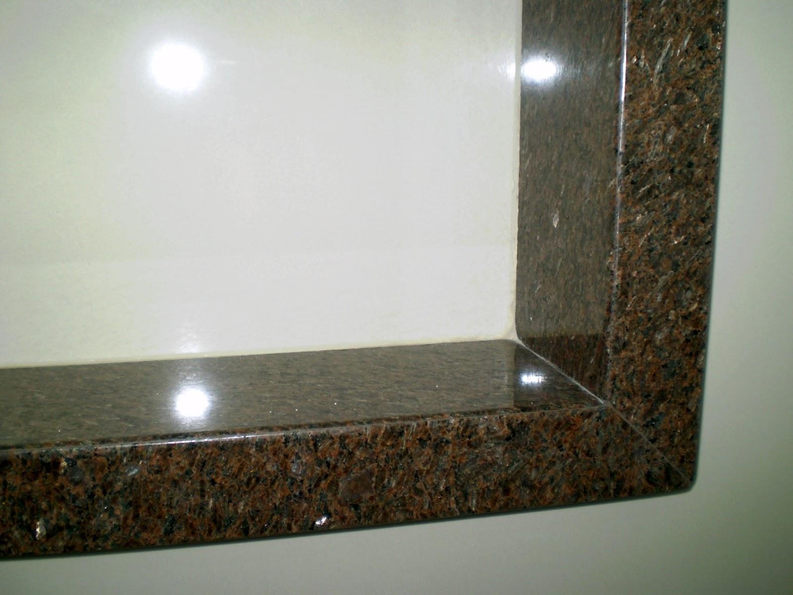 acabamento é todo feito em meia esquadria inclusive nos cantos do  #342F1F 1600x1200 Banheiro Com Blindex Preto