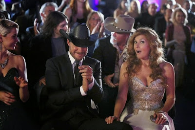 Will Chase y Connie Britton en Nashville