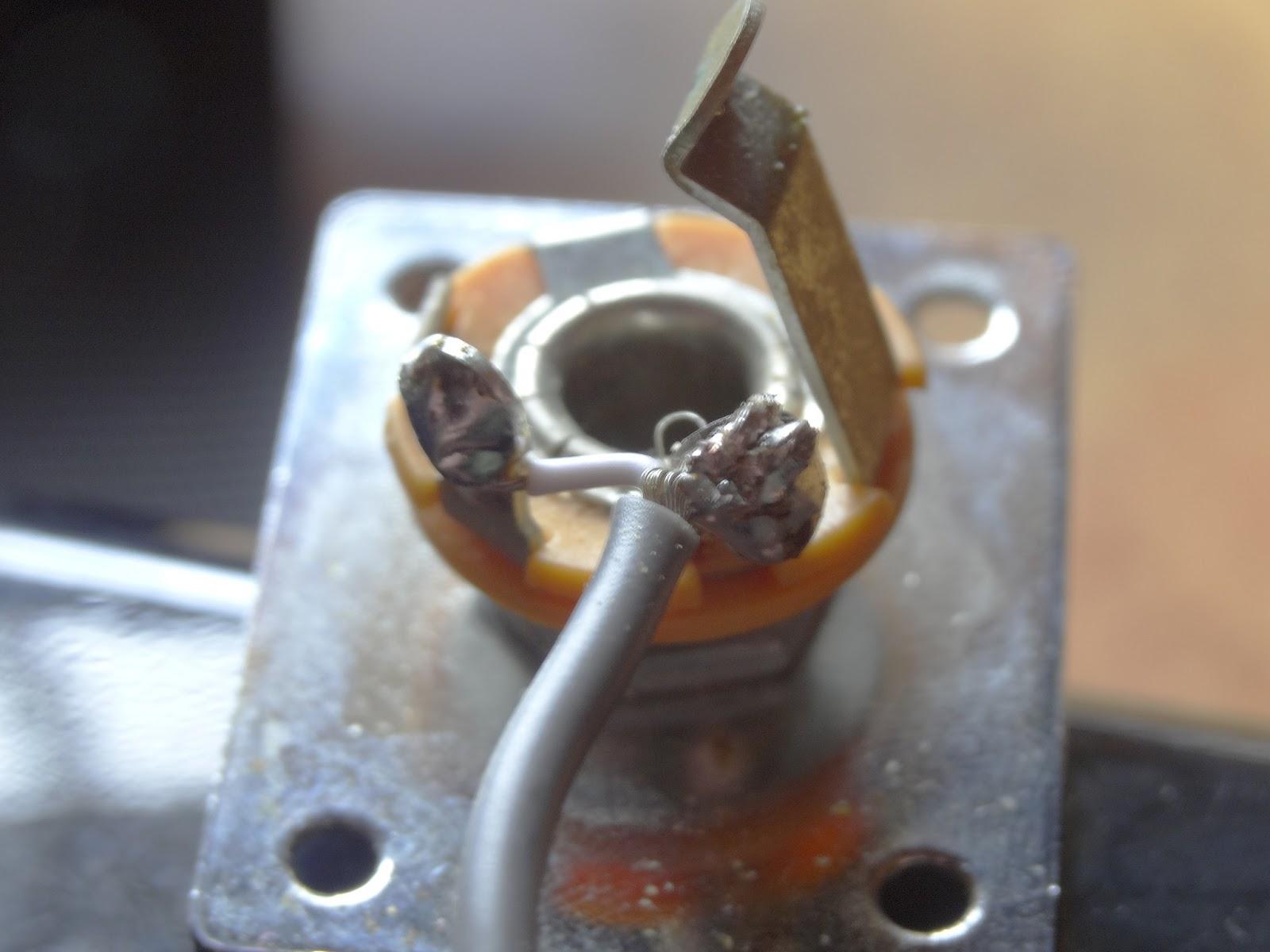 guitarist s blog electric guitar repairs rh yoa01 blogspot com  electric guitar input jack wiring