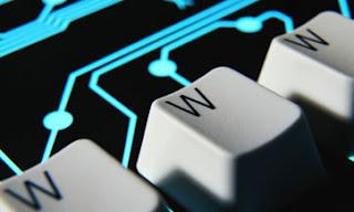 NUEVA YORK (AP) — La organización encargada de ampliar el número de sufijos de las direcciones de internet (el famoso .com de los nombres de dominio) pidió disculpas por los retrasos, pero dijo que está a favor de «la calidad, no la velocidad». Hace tres semanas, la Corporación para la Asignación de Nombres y Números de Internet (ICANN), cerró repentinamente un sistema para que las empresas y organizaciones propusieran nuevos sufijos, después de haber descubierto un fallo de software que expuso algunos datos privados. En su momento, la ICANN planeaba volver a abrir el sistema en cuatro días hábiles. El