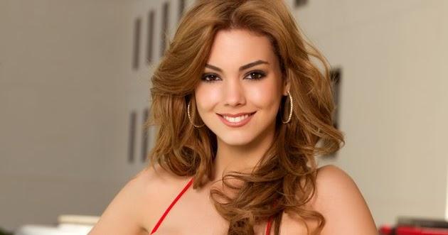 Andrea Aguirre Nude Photos 14