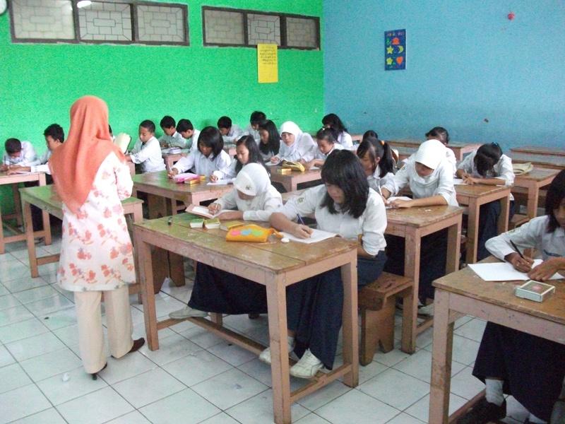 Menulis Cerkak Bahasa Jawa Beserta Unsur Intrinsik