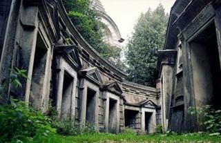 7 Kuburan Terangker Di Dunia