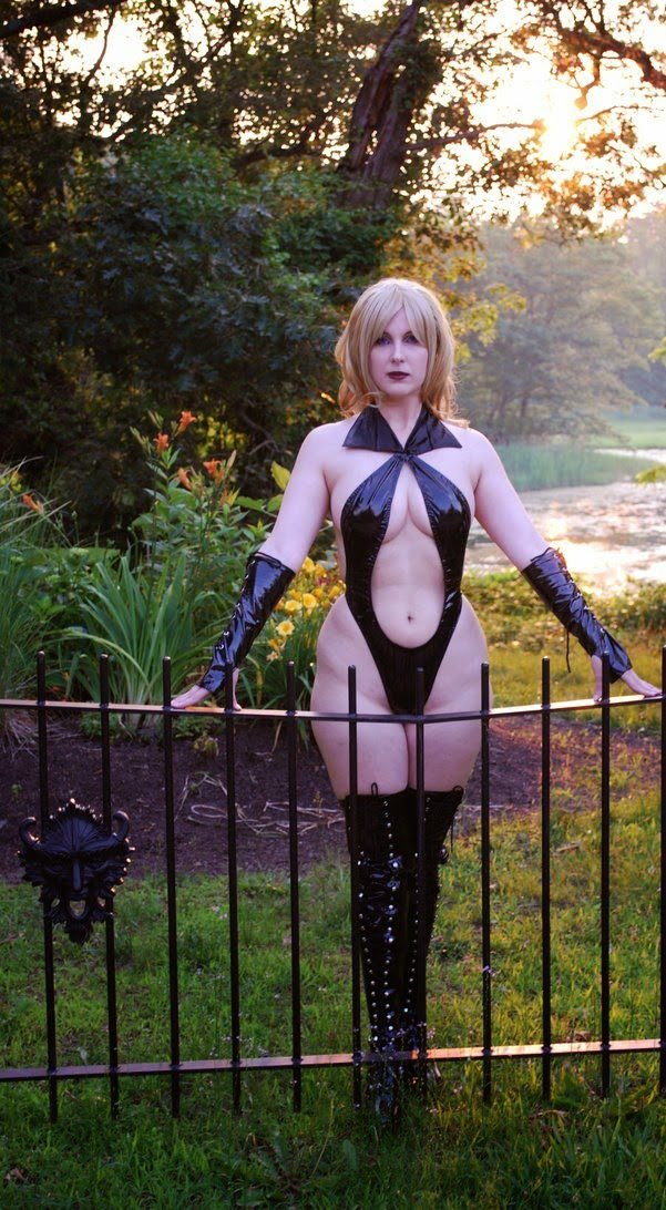 Draculina Waits (Vampirella's blonde twin sister)