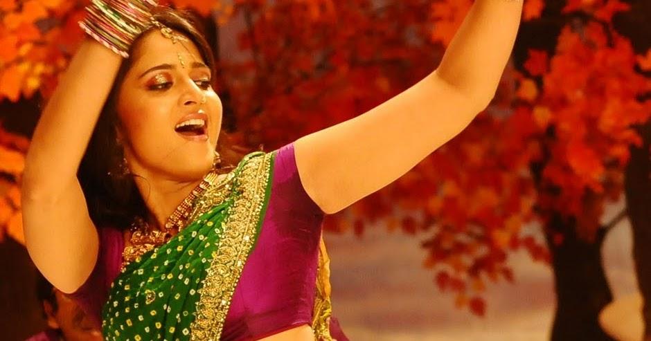 ... navel and hip in green saree | Hot tamil telugu actress saree aunty