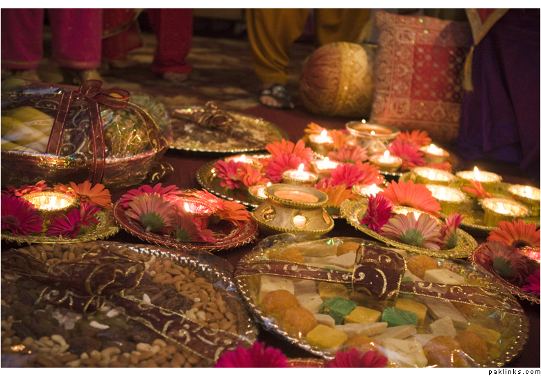 Mehndi Diya Photo : Diwali decoration ideas table