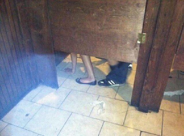 Uma Rapidinha No WC