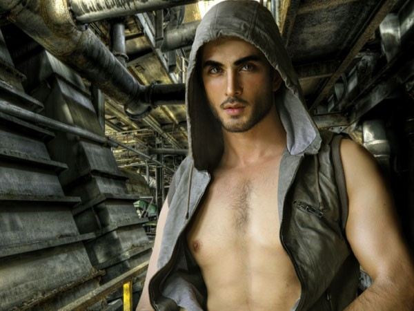 Is Imran Abbas Naqvi Engaged http://pakistantvdekho.com/priority-discussion-%40-pakistantvdekho-com/681622-imran-abbas-dramas-shirtless-wedding-family-pictures-wallpapers-37.html