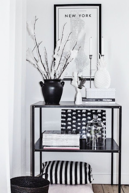 vignette, black and white, A line of design