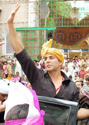 Akshay Kumar, Sonakshi & Ekta visit Ajmer Sharif