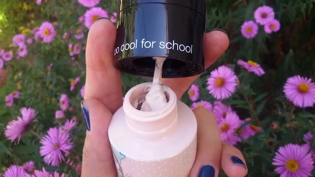 too cool for school After School BB Foundation Lunch Box SPF 37 PA++: Тональный крем на вид очень густой, плотный.