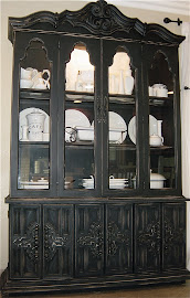 Scrolly Hutch (SOLD)