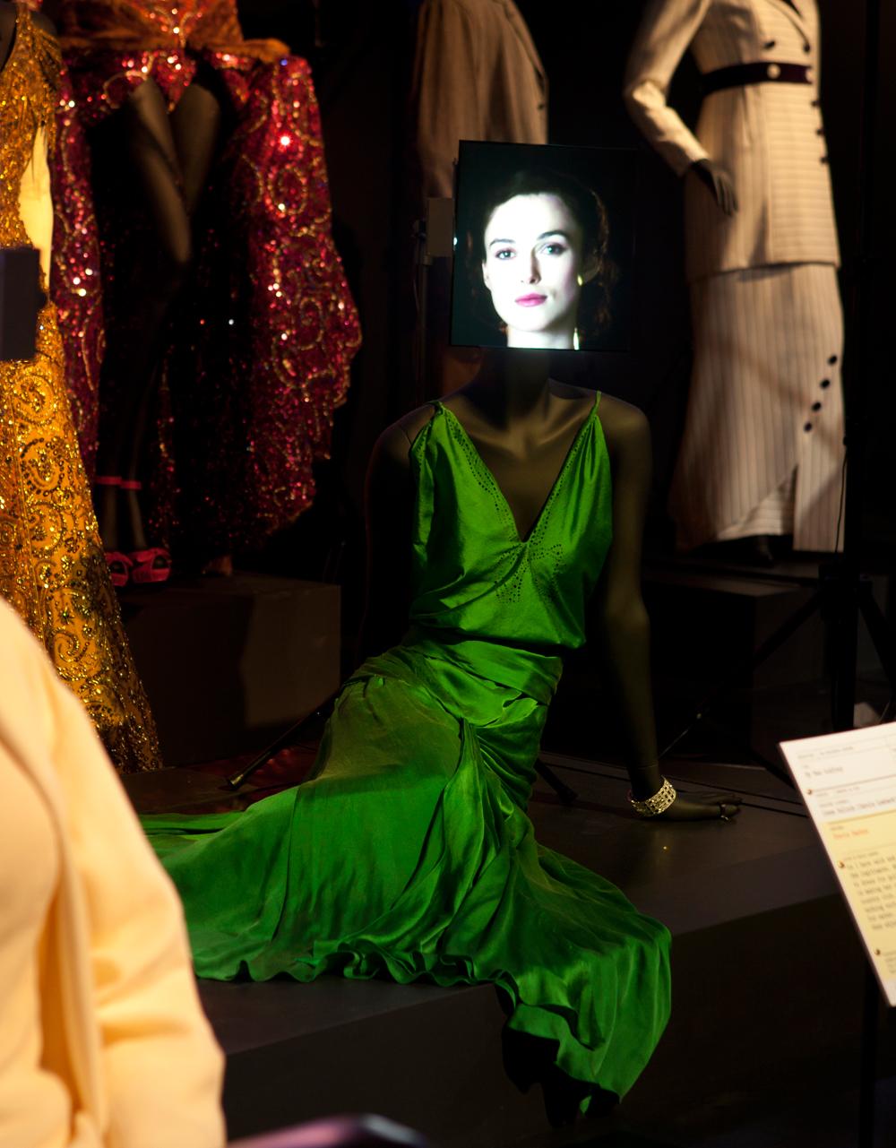 Кира найтли в зеленом платье