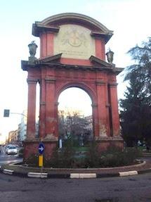 L'Arco di piazza Matteotti, il trionfo... in degrado