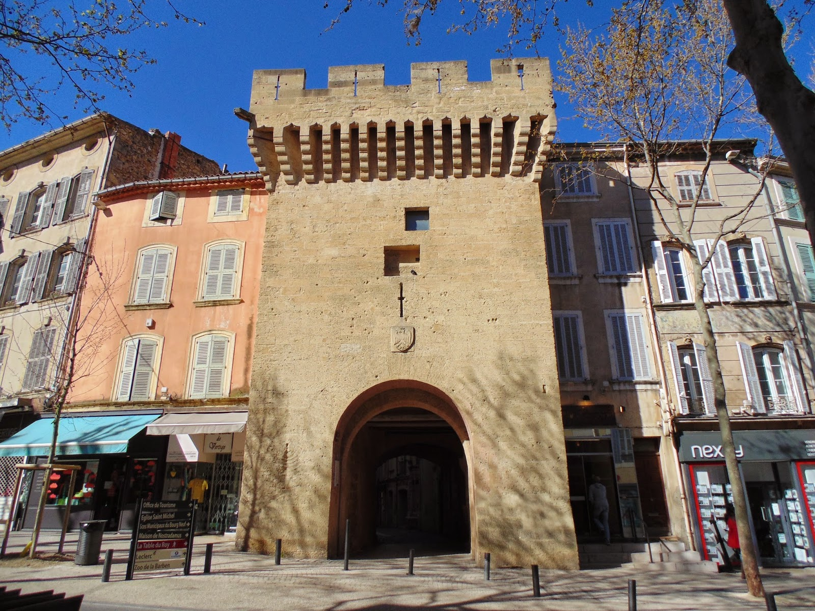 Trip to salon de provence france life in luxembourg - Magasin informatique salon de provence ...