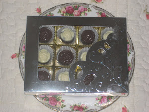 Gift- 12 pcs chocs + cavity box