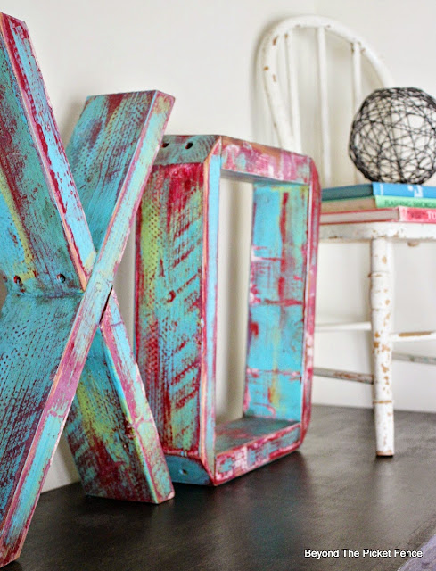 XOXO, block letters, reclaimed wood, chippy paint technique, http://bec4-beyondthepicketfence.blogspot.com/2015/12/these-are-few-of-my-favorite-things.html