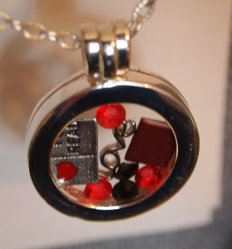 https://www.etsy.com/listing/177421651/floating-locket-with-custom-charm-reg?ref=shop_home_active_16