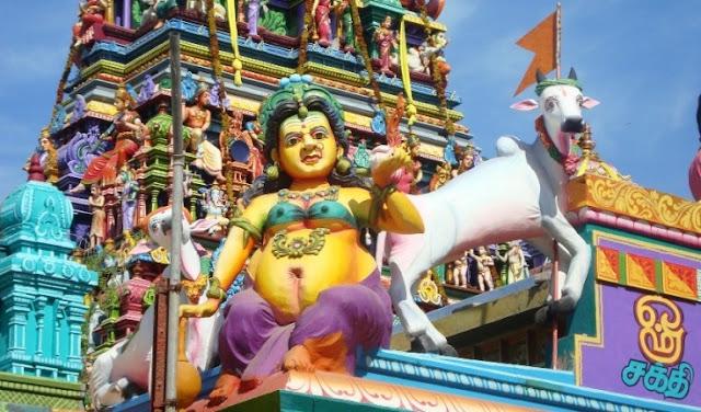 நயினாதீவு நாகபூசணி அம்மன் கோயில்