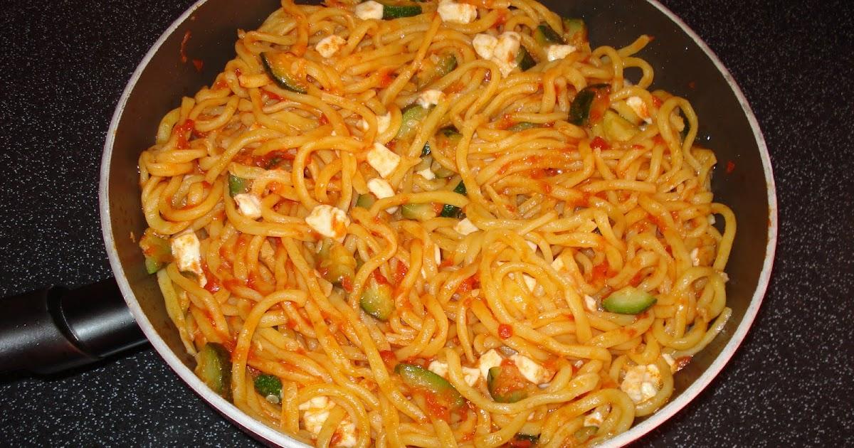 CUOR DI CUCCHIAIO: Pasta pomodoro, zucchine e mozzarella