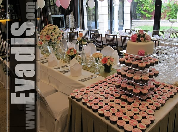 Picture from side view for wedding cakes and cupcakes