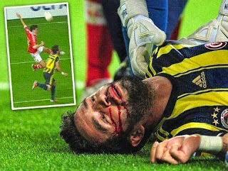 حادث مؤلم في مقابلة كرة قدم